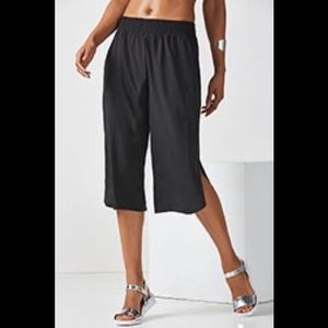NWT FABLETICS Kate silky Culottes (S)